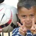 Minori davanti al CETI di Melilla