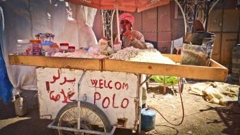 Venditori speciali nei mercati affollati